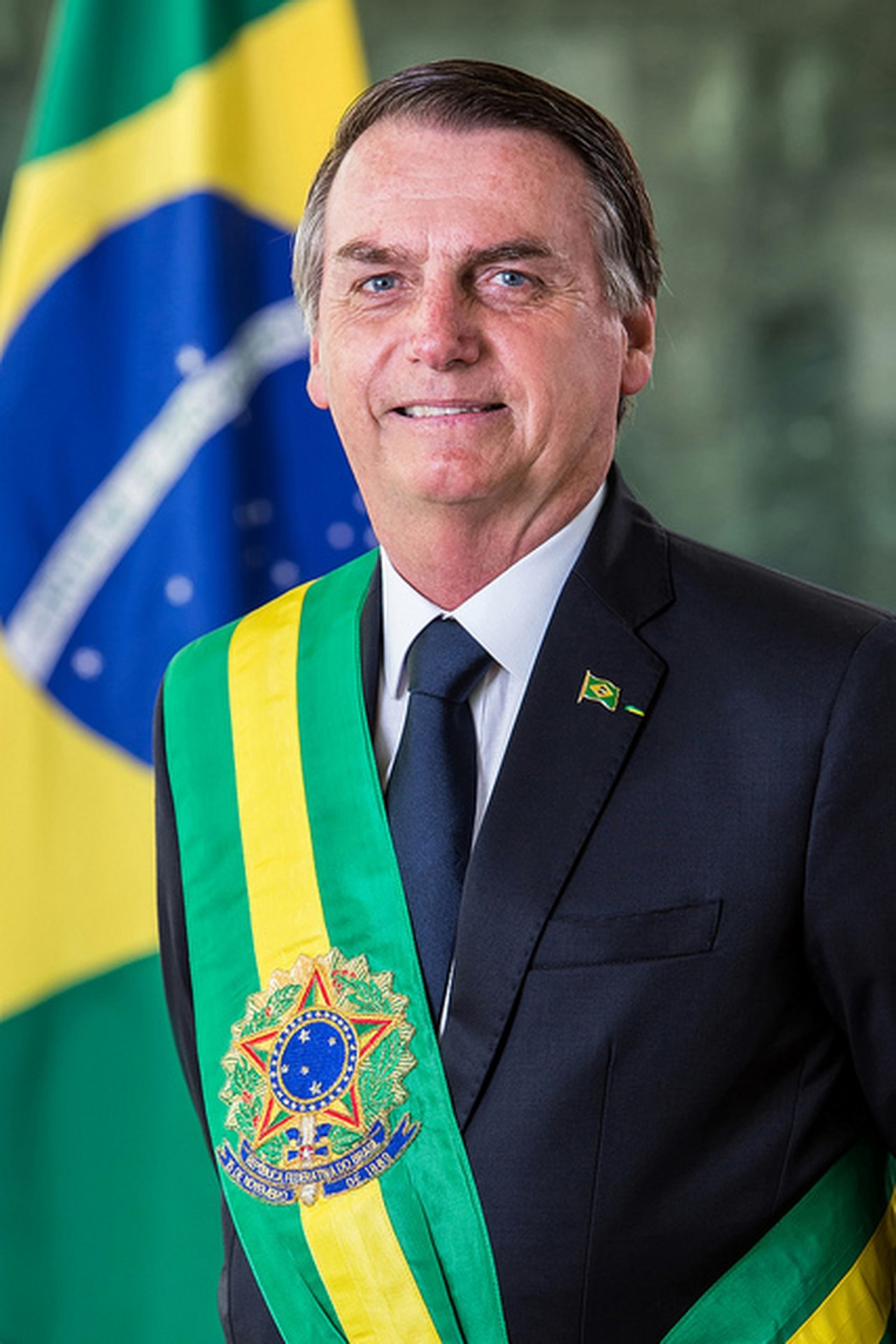 Bolsonaro's grin (Official portrait by Alan Santos)