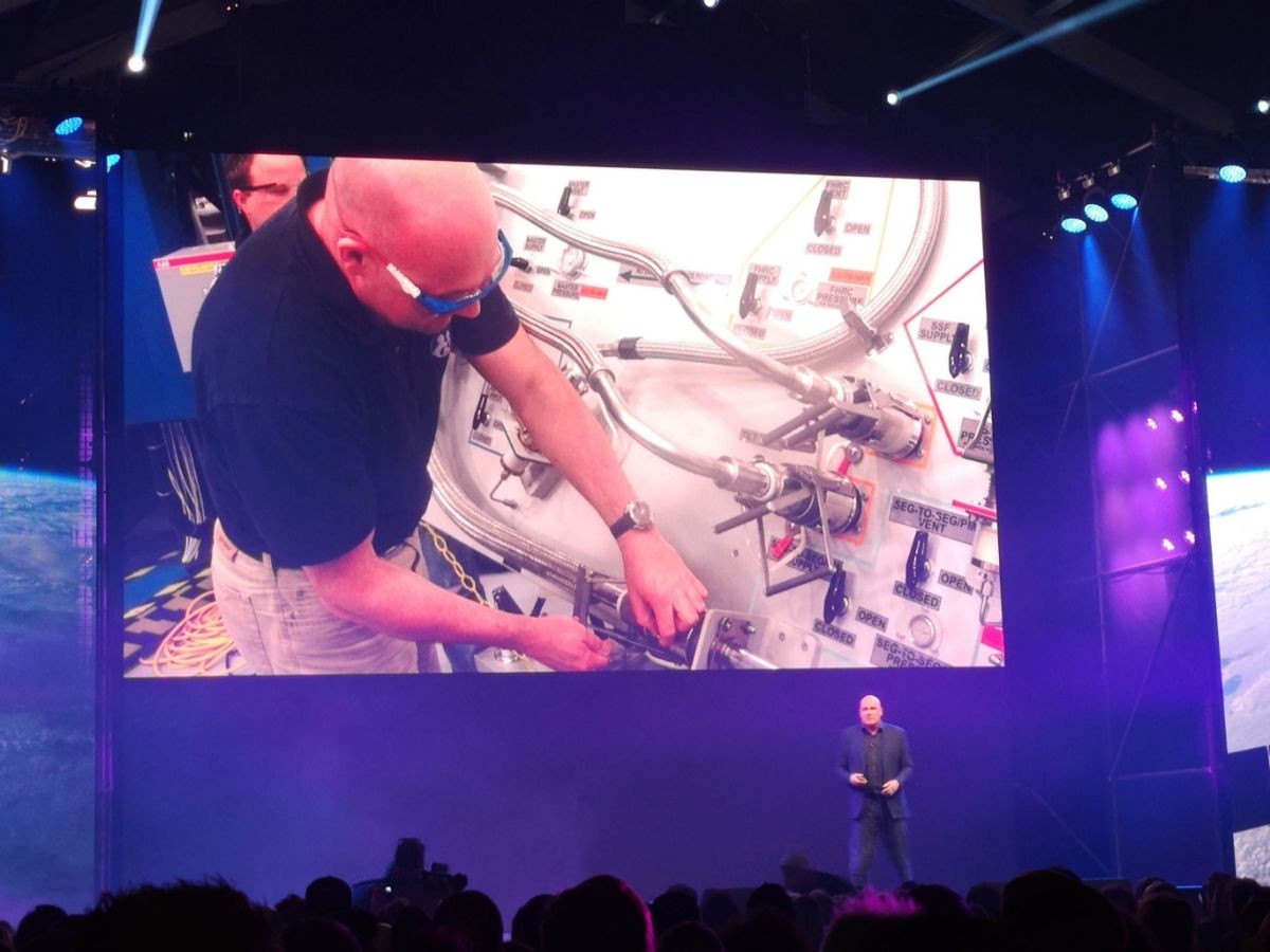 André Kuipers on the main stage of TNW conference