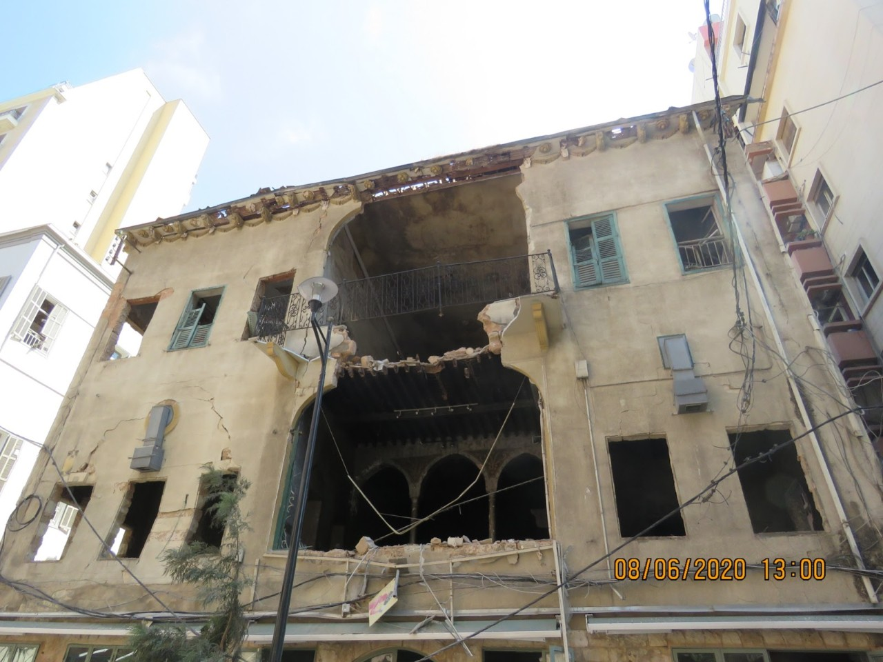 An old building with a fallen balcony in Gemmayzeh, Lebanon, August 6, 2020. Many of these buildings were Beiruti heritage, having been around for more than 100 years. Photo by Hadil Dia (mindshapedbox)